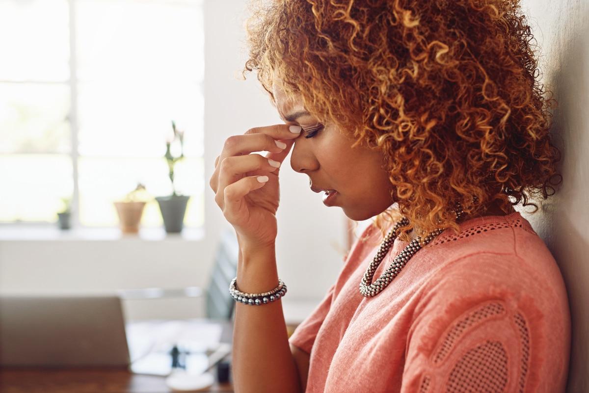 Saiba mais sobre a enxaqueca menstrual